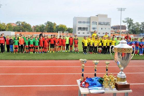 За награды турнира боролись шесть детских команд
