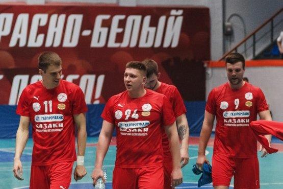 Многие гандболисты таганрогского клуба проводят финишные матчи сезона с «чемоданным» настроением