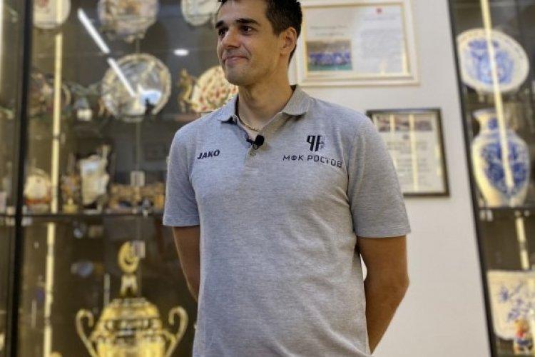 Густаво на фоне трофеев российского мини-футбола