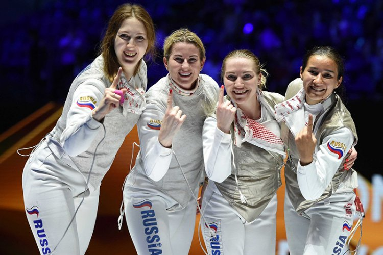 Россиянки — чемпионки мира. Лариса Коробейникова — крайняя слева