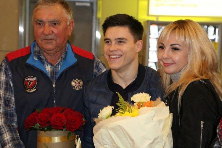 Никита Нагорный с мамой и дедушкой
