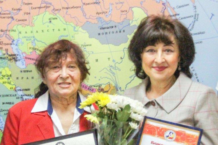 Ветеран донского баскетбола Людмила Попова (слева)