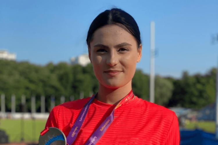 Валерия Воловликова с завоеванной серебряной медалью