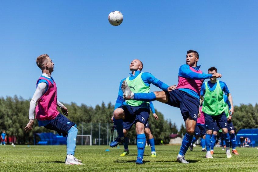 Футболисты «Чайки» на тренировочном сборе в Бронницах