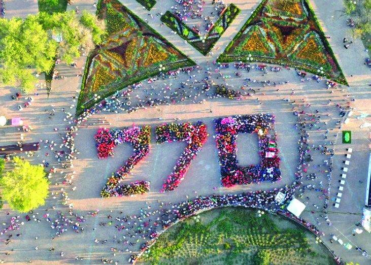 Участники парада выстроились в число 270