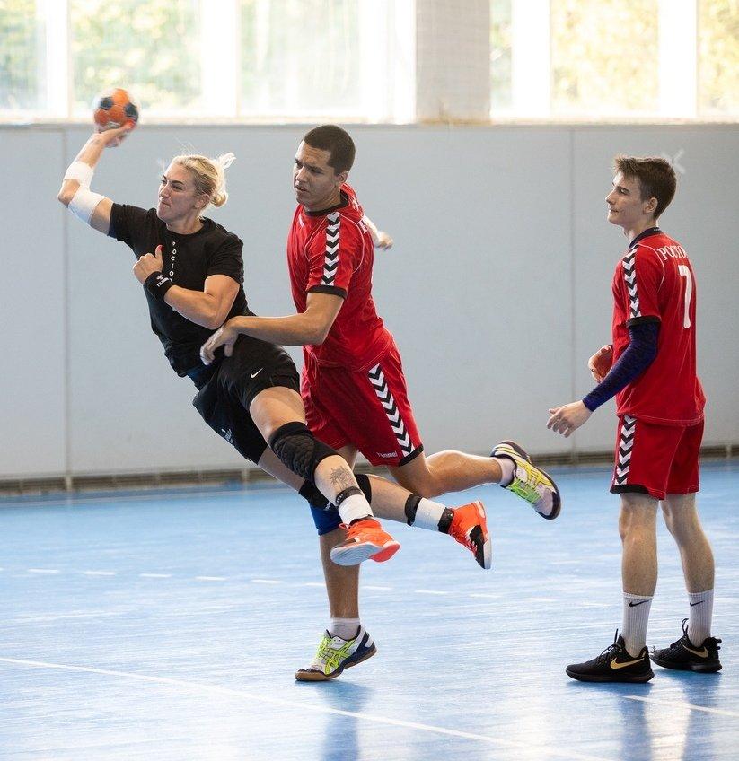 «Ростов-Дон» дважды обыграл мужскую сборную области