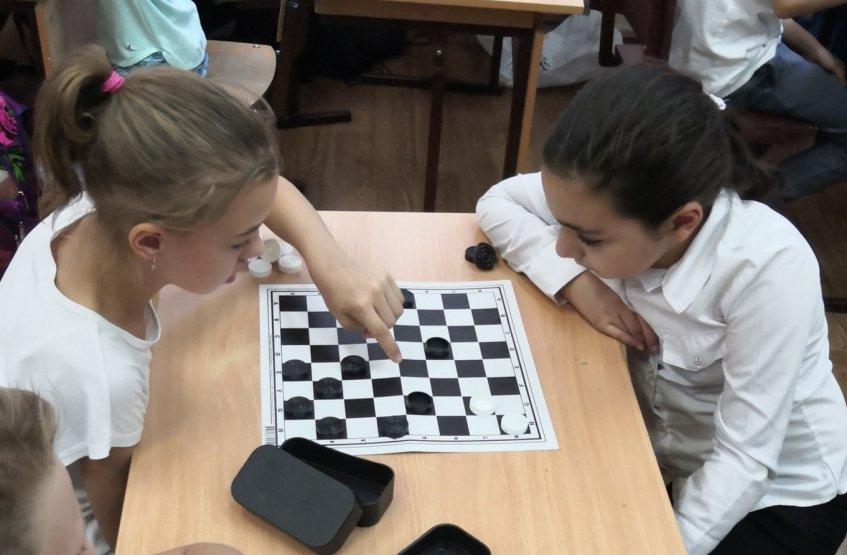 Ростовские школьники охотно знакомятся с шашками