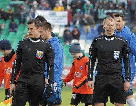 Ростовские судьи Сергей Иванов (справа) и Роман Усачев будут работать на международных матчах в следующем году