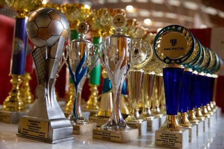 Красивые призы для лауреатов турнира