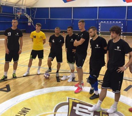 Игроки МФК «Ростов» на тренировке