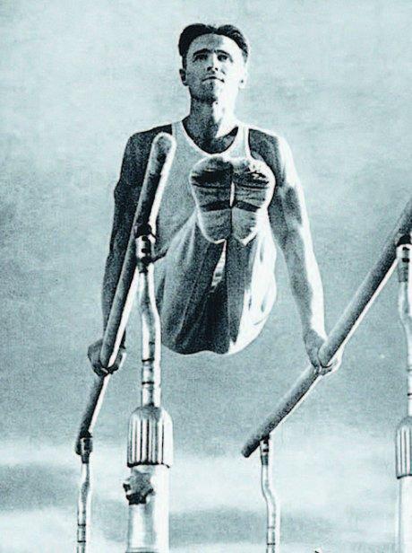 Выдающийся советский гимнаст, семикратный олимпийский чемпион Виктор Чукарин успел вдоволь хлебнуть военного лиха