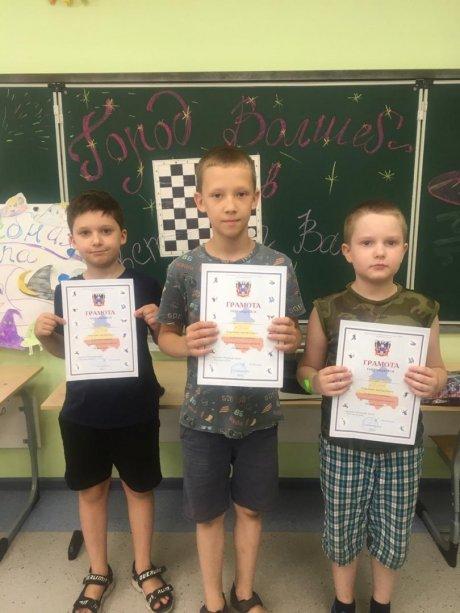 Победители соревнований «Летние шашки» среди мальчиков