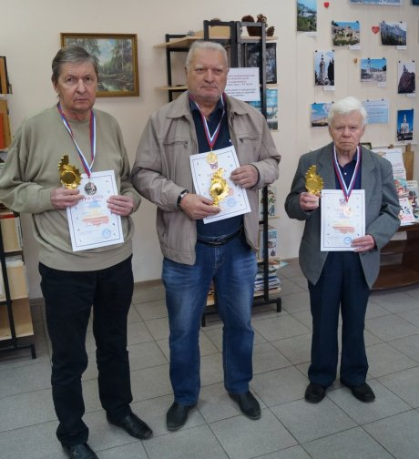 Призеры одного из ветеранских турниров Сергей Семенов, Виталий Гиль, Николай Михайлов (слева направо)