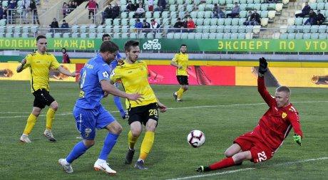 Форвард «Ростова» Бьорн Сигурдарсон (№ 9) не использует очередной голевой момент