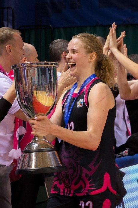 Анна Зайцева с чемпионским кубком