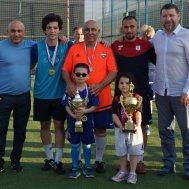 Рауф Гыстаров (в центре) с младшим братом Улуханом (крайний слева), сыновьями Фархадом и Расулом, внуками Рауфом и Саидат и Султаном Ибрагимовым (крайний справа)