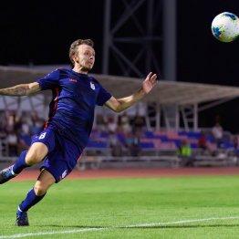 Защитник СКА Дмитрий Гребенюков в игре