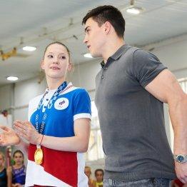 Олимпийские чемпионы гимнасты Никита Нагорный и Владислава Уразова