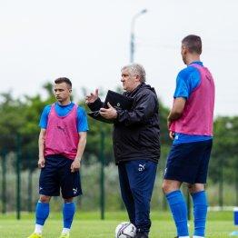 Главный тренер «Чайки» Сергей Ташуев теперь вынужден готовить команду к выступлению во втором дивизионе