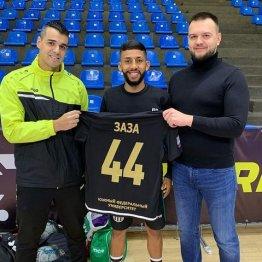 Новобранец МФК «Ростов» Заза (в центре), президент клуба Евгений Лузанов (справа) и главный тренер Густаво